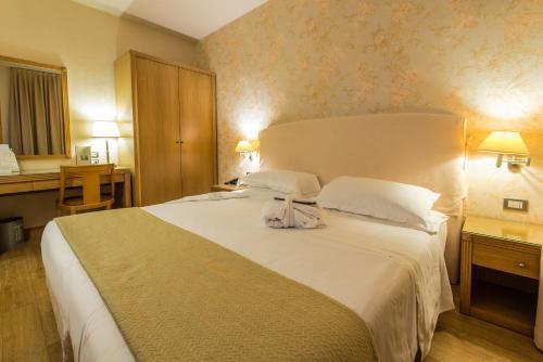 Camera Matrimoniale A Carpi.Hotel Touring Carpi Emilia Romagna Italia