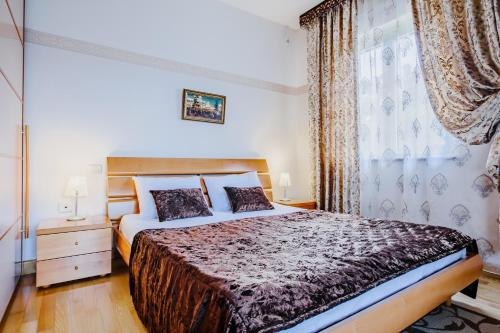 Kolme magamistoaga korter (Three-Bedroom Apartment)