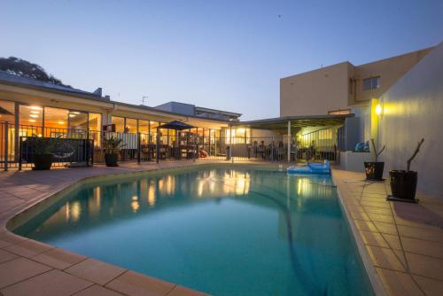 Sydney Beachouse YHA