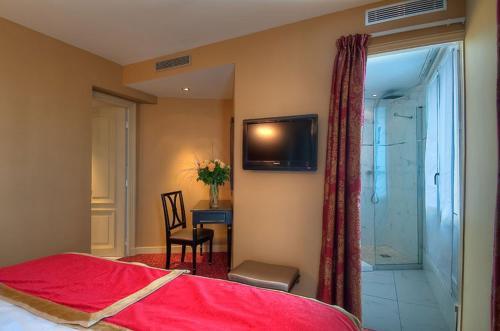 Hotel De L 39 Empereur 7th Arrondissement Palais Bourbon