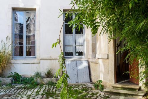 luxury flat in dijon location saisonni re 5 rue du palais 21000 dijon adresse horaire. Black Bedroom Furniture Sets. Home Design Ideas