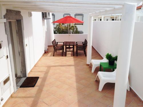 Cosy w/ terrace, near the beach, in Altura