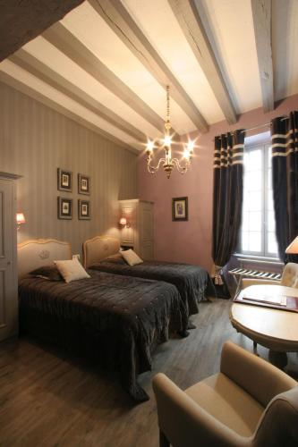 h tel st pierre saumur france overview. Black Bedroom Furniture Sets. Home Design Ideas