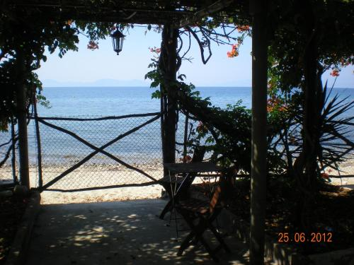 Guesthouse Isalos - Koropi Mileon Greece