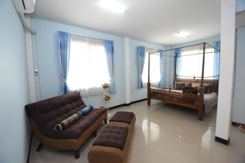家庭房-带浴室 (Family Room with Bathroom)