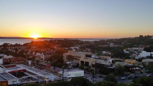 Apartamento em condomínio 2d próximo clubes de vela e Barra Shopping Sul