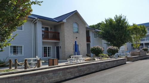 Put-in-Bay Poolview Condo #8