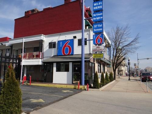 Picture of Motel 6 Baltimore Downtown