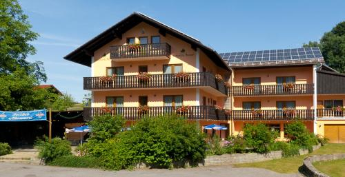 More about Landhotel Neuhof