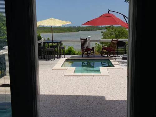 White Crown Paradise Resort, Twin Lakes