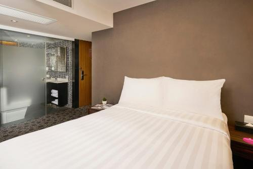 Phòng Deluxe giường đôi hoặc 2 giường (Deluxe Double or Twin Room)