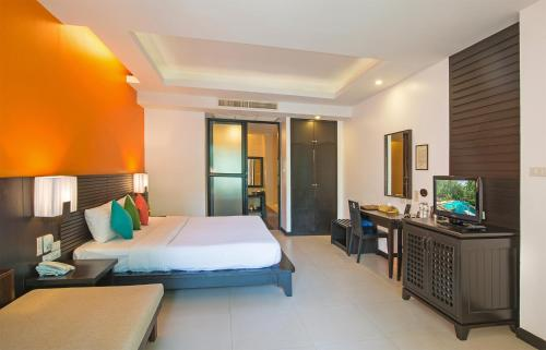 Standard Double Room with Round Trip Airport Transfer