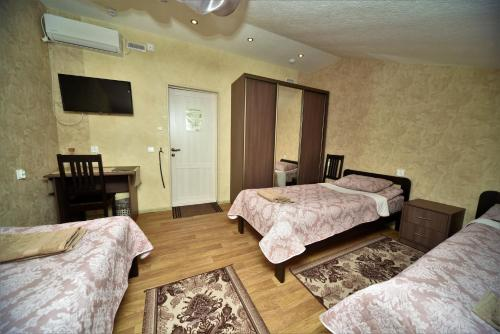 Jagatud vannitoaga kolmene Economy klassi tuba (Economy Triple Room with Shared Bathroom)