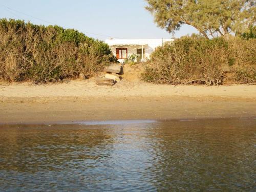 Kimolos by the sea
