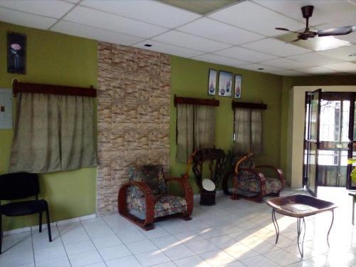 Hotel Latino, Santa Ana