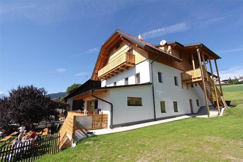 Landhaus Löscher - Standard Apartment mit 2 Schlafzimmern und Balkon