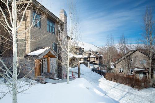 Love Ridge Residence - One Bedroom Condominium