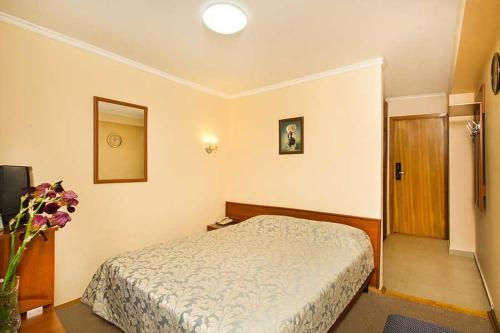 Standard Single Room - Treatment Included