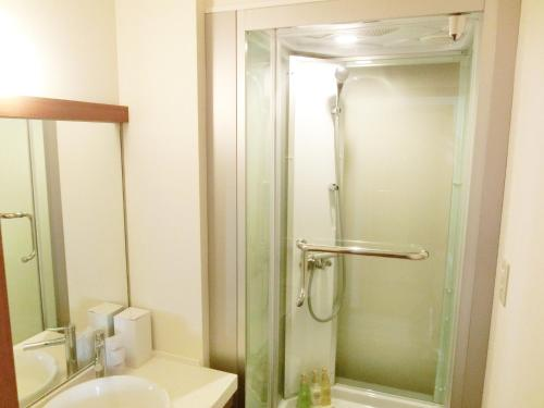 Twin Room with Private Bathroom (Twin C) with Pick up service