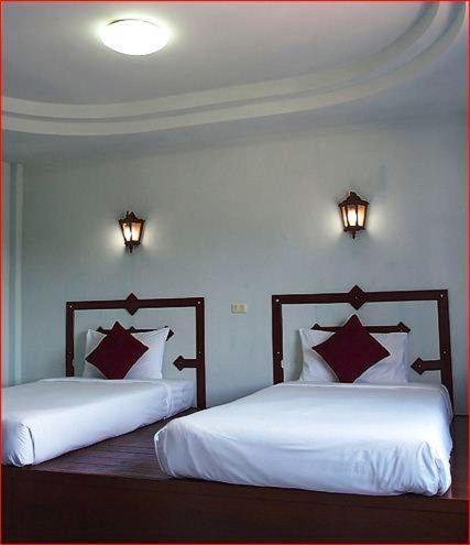Гостевой дом Khaolak Traveller Lodge, Кхаулак