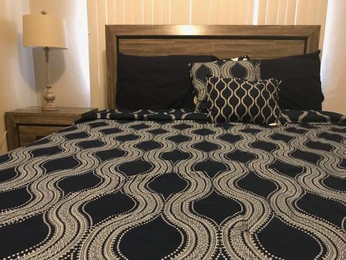 1 BEDROOM / 1 BATH . PRIVATE APT. FREE WIFI, INTERENT & PARKING, Sinajana