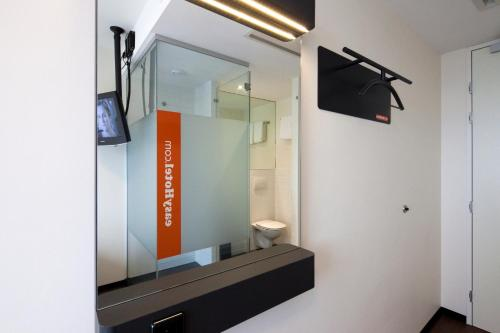 easyHotel Amsterdam City Centre South photo 17