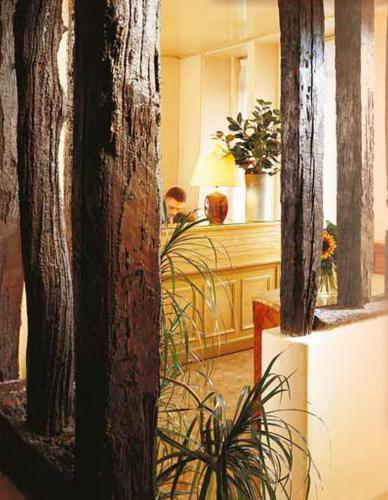 H tel saint roch h tel 25 rue saint roch 75001 paris for Au saint roch hotel jardin
