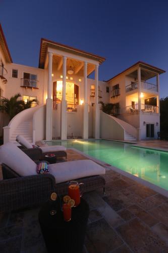 Villa Hall, 格罗斯岛