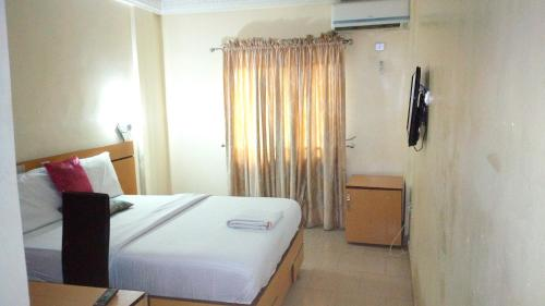 D'czars Hotel and Suites, Ajegunle