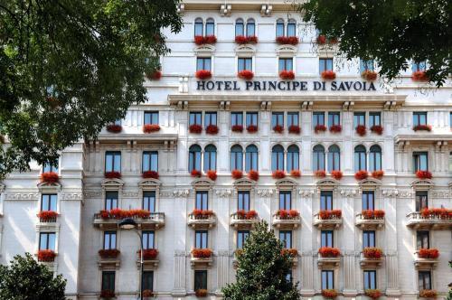 5 starts hotel in Milan