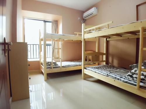 中宾 - 4人男性宿舍间的1张床位 (Mainland Chinese Citizen - Bed in 4-Bed Male Dormitory Room)
