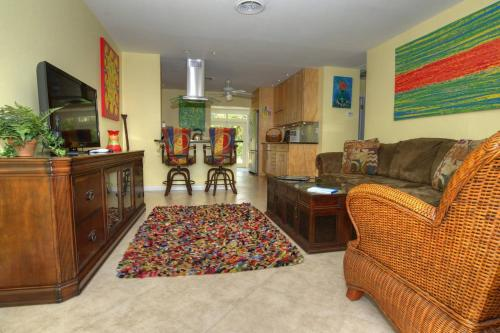 *AhhhMazing Jazzy Hidden Gem on Canal-Stuart/2 BR*