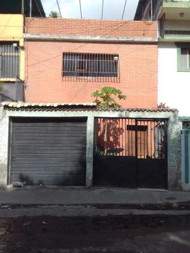 Candida, Caracas