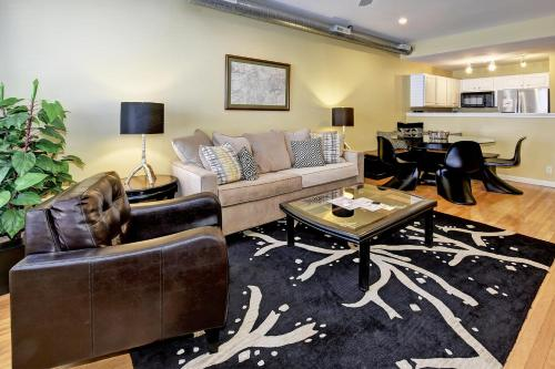 Lux Townhouse, Walk to All, Sleeps 8