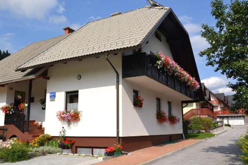 Apartments kot 39 c in kranjska gora slowenien hotels und for Design hotel slowenien