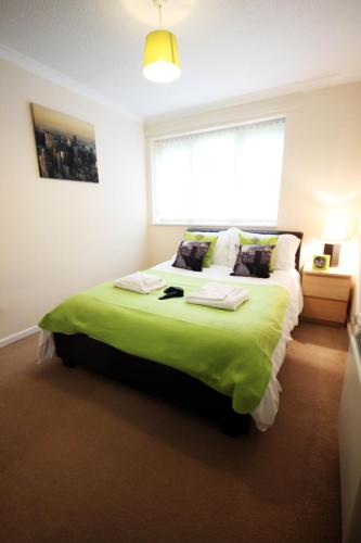 Prime Location Lets - Milton Keynes Serviced Apartments - Campbell Park,Milton Keynes