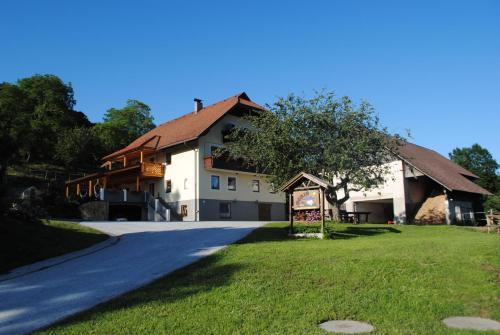 Ferienwohnung Ogris-Höhe - Apartment mit 2 Schlafzimmern mit Etagenbett und Balkon