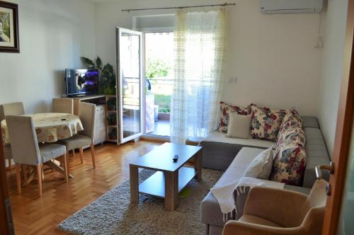 A&J Lux Apartment, Budva