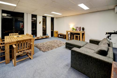 Warehouse Apartment + Netflix, Games Room and Sauna, Melbourne