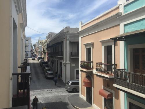 Old San Juan Balcony Apartment At Fortaleza St, 圣胡安