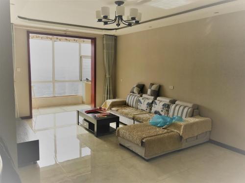 Deluxe Decoration Three Bedroom Clean Apartment With Password Door, Pingyao
