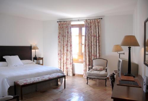 Triple Room Hotel Puerta de la Luna 2