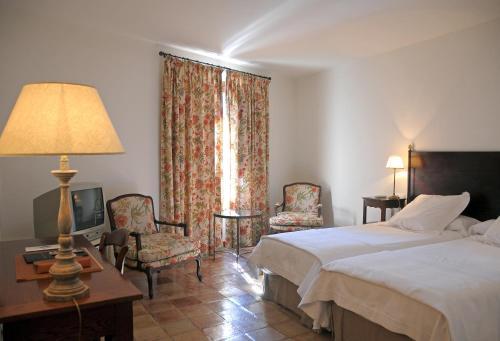 Triple Room Hotel Puerta de la Luna 3