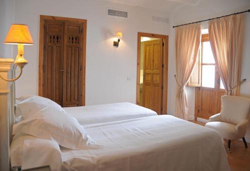 Boutique Double or Twin Room Hotel Puerta de la Luna 2