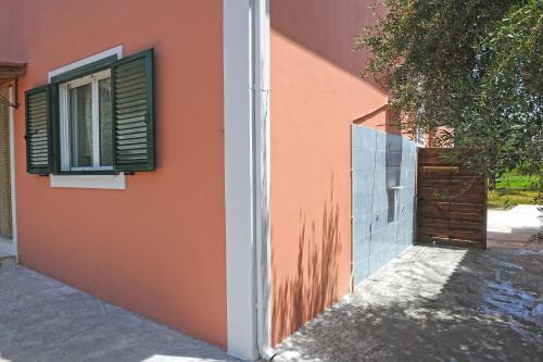 Nisos Holiday House, Mouzákion