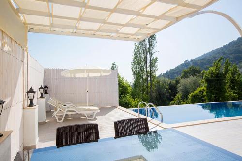 Villa Meltem, İkizce