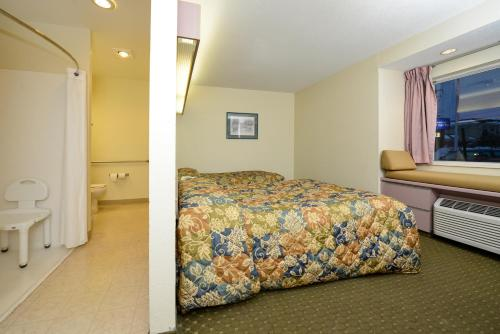 Americas Best Value Inn East Syracuse hotel accepts paypal in East Syracuse (NY)