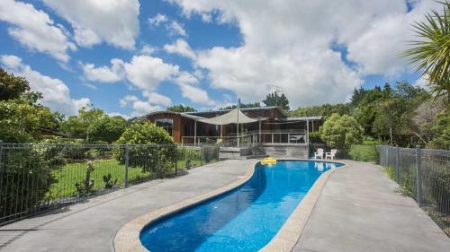 Kiwi Lifestyle Luxury Resort with swimming pool, Dairy Flat