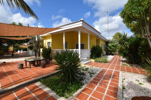Private located house in a quiet area., Willemstad