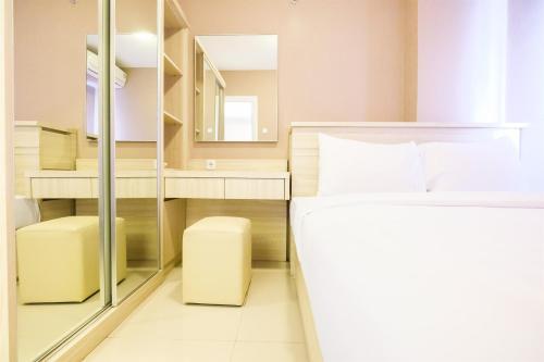 Easy Access to Mall 2BR Green Pramuka Apartment By Travelio, Yakarta